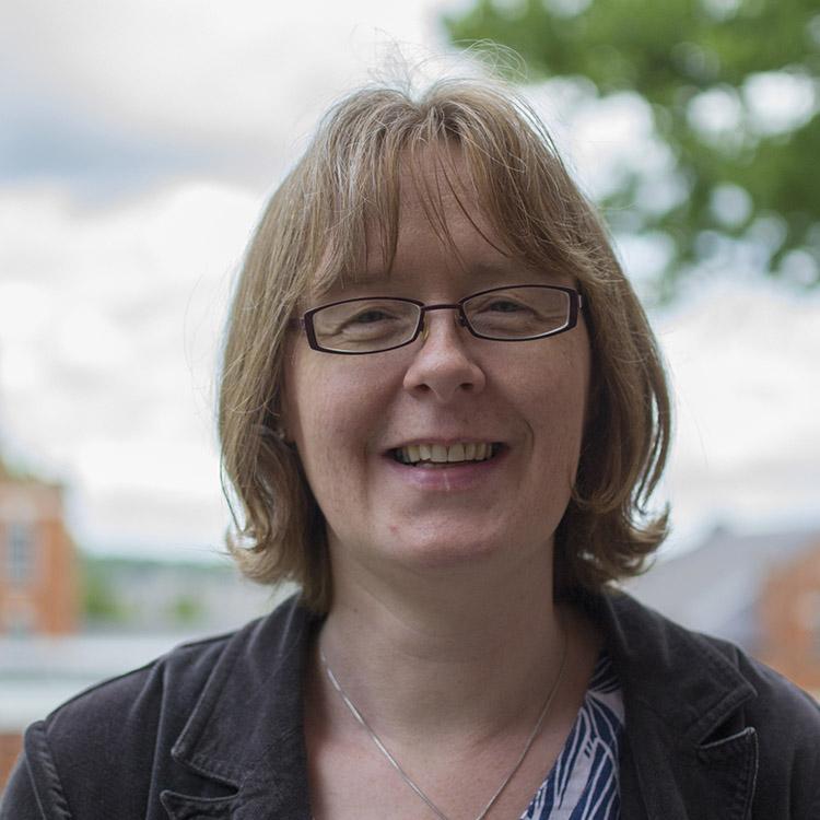 Portrait of Dr Alison Edwards